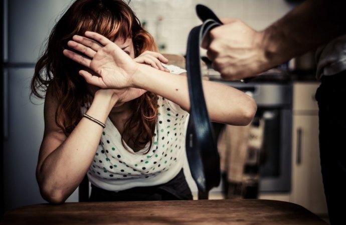 Violenza domestica e omertà in condominio