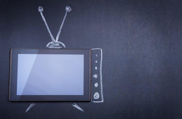 Televisione ad alto volume in condominio? Nessun reato se il disturbo riguarda soltanto i vicini