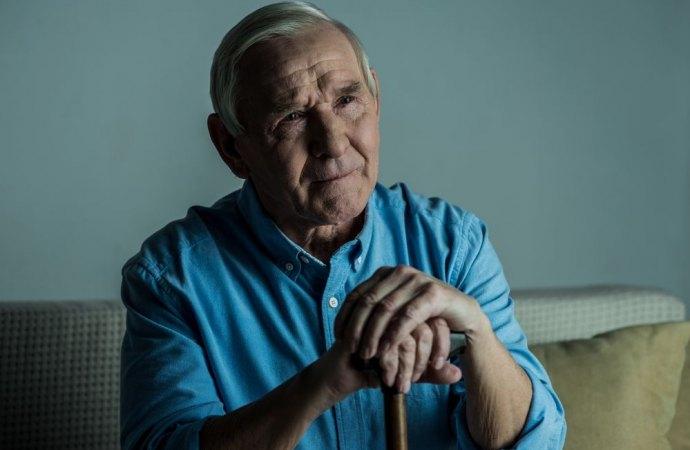 Casa riposo per anziani in condominio. Va chiusa se il regolamento vieta pensioni e locande