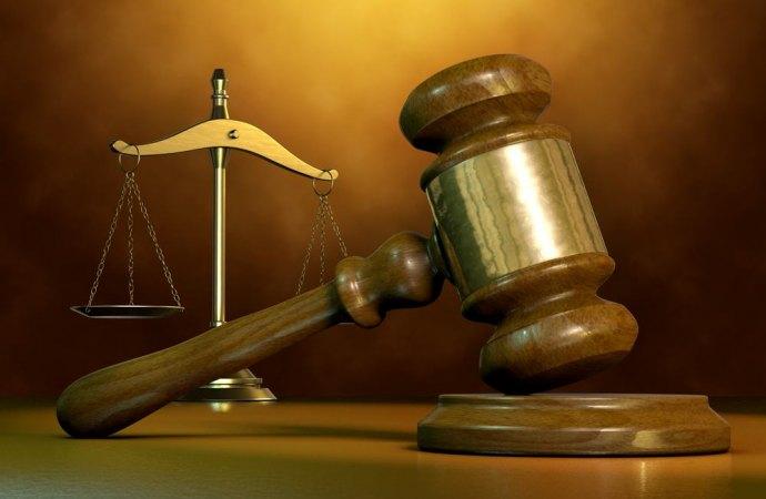 L'amministratore di condominio, accusato di reato di finanziamento illecito ai partiti, non può essere revocato dall'incarico