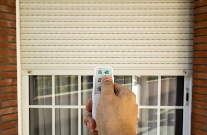 È consentita in un condominio la sostituzione degli avvolgibili in pvc delle finestre con le persiane?
