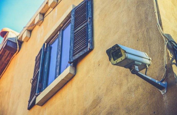 Si può spiare il vicino con la telecamera?