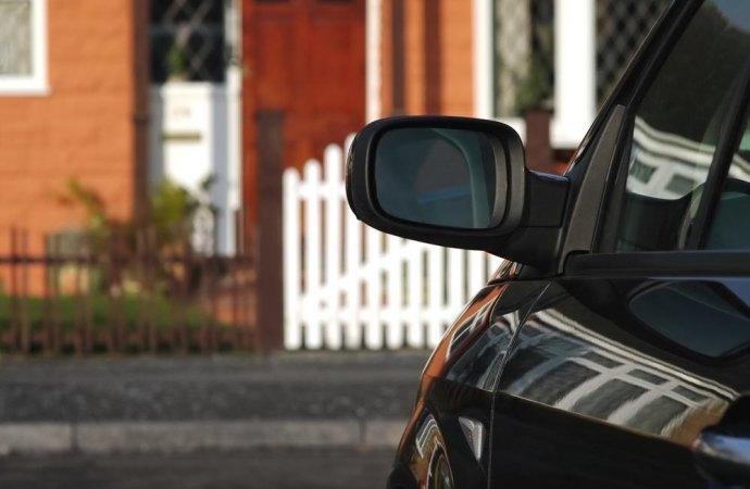 Legittima la trasformazione di posti auto aperti di proprietà esclusiva in box auto chiuso se il regolamento condominiale non li vieta