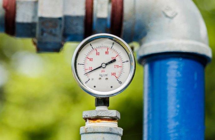 Inadeguatezza del servizio idrico. Società condannata al risarcimento del danno non solo contrattuale.