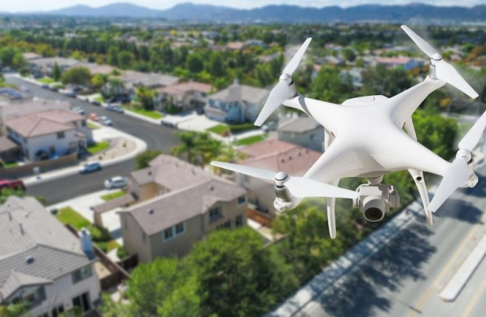 Fotografie scattate da droni in condominio: cosa dice la legge?