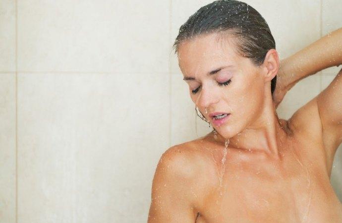 Filma la vicina nuda sotto la doccia. Assolto perché il bagno non aveva le tende.Una sentenza non condivisibile per gli addetti ai lavori