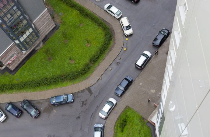Se tizio è proprietario a sua insaputa dell'area di parcheggio condominiale