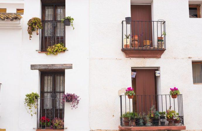 I difetti di impermeabilizzazione e della pavimentazione dei balconi configurano gravi vizi dell'edificio.