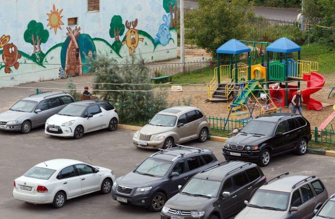 Che cosa fare se qualcuno parcheggia nel cortile condominiale, ma non potrebbe?