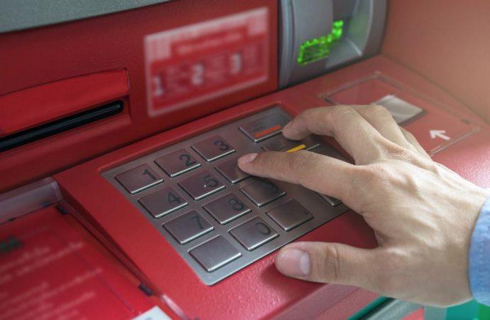 Assegni e prelievi dal bancomat non autorizzati. L'ex amministratore di condominio viene condannato a ripristinare la cassa condominiale