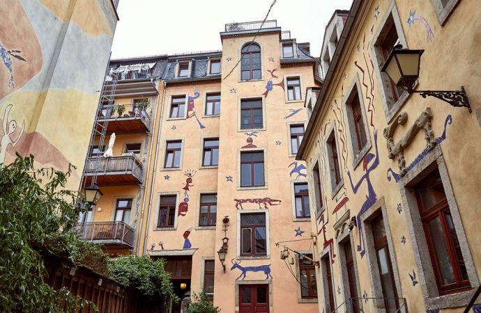 Decoro architettonico e apertura finestre sulla facciata del condominio. Un caso, particolare, appena risolto dalla corte di cassazione