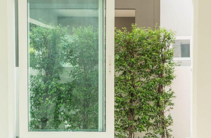 Aperture di porte e finestre. Necessario il permesso di costruire perché modificano l'aspetto originario del fabbricato