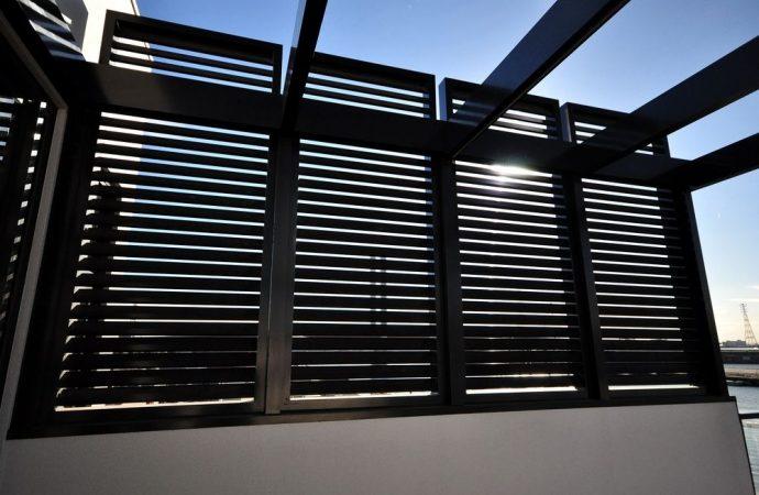 Pergolato assimilabile come struttura ad una veranda: il permesso di costruire in sanatoria non è ammissibile