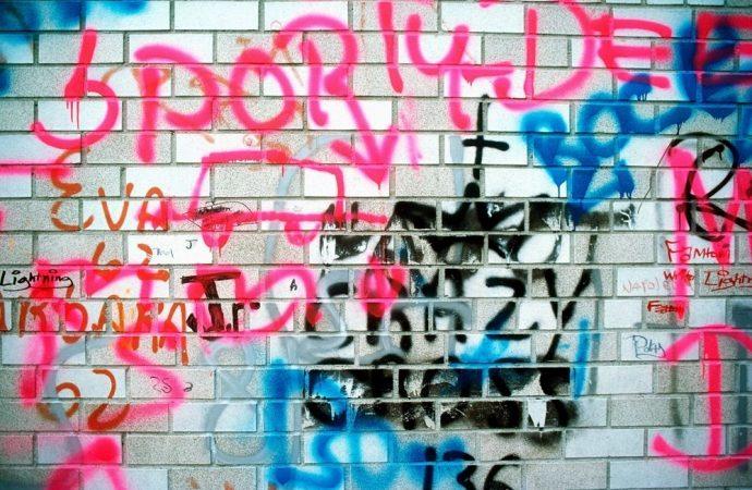 Liberi di imbrattare muri e facciate condominiali? Analisi di una nuova proposta di legge