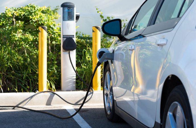Colonnine di ricarica auto elettriche. Quando è possibile ottenere gli incentivi fiscali.