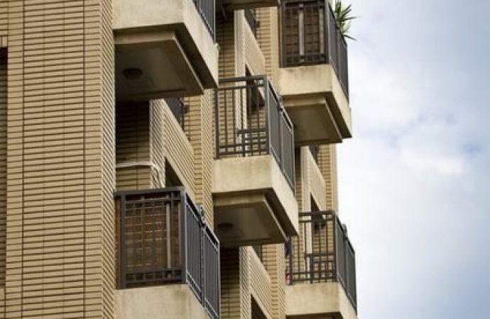 Caduta dei calcinacci dal balcone. Il proprietario risponde di lesioni personali
