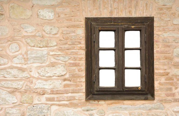 Quando è legittima la apertura di una finestra sul muro condominiale?