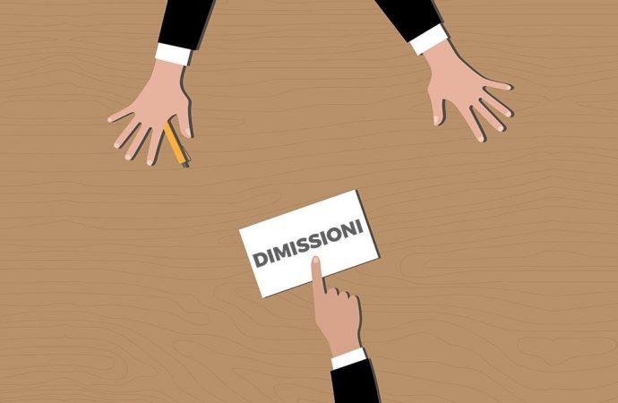 Come procedere se l'amministratore invia le dimissioni?