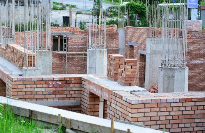 Come si ripartiscono le spese dei pilastri che sorreggono solo una parte dell'edificio?