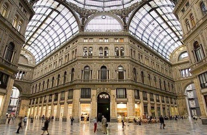 Caso Galleria Umberto I° Napoli. Il TAR respinge il ricorso del condominio. Soltanto le coperture sono di proprietà pubblica e non i cornicioni.