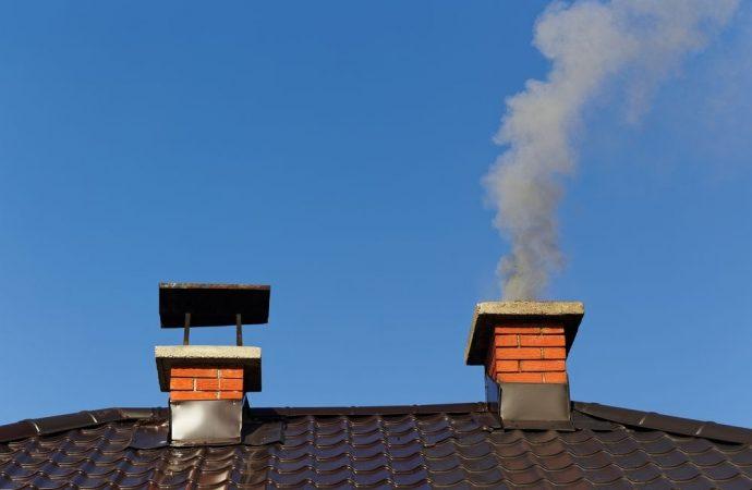 Va rimossa la canna fumaria appoggiata al muro condominiale se, per distanza e tipologia, crea immissioni a danno delle abitazioni circostanti