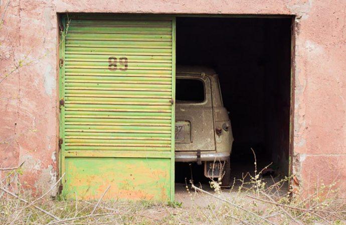 Anche la sosta prolungata dell'auto, all'interno di un garage condominiale, è coperta dalla assicurazione