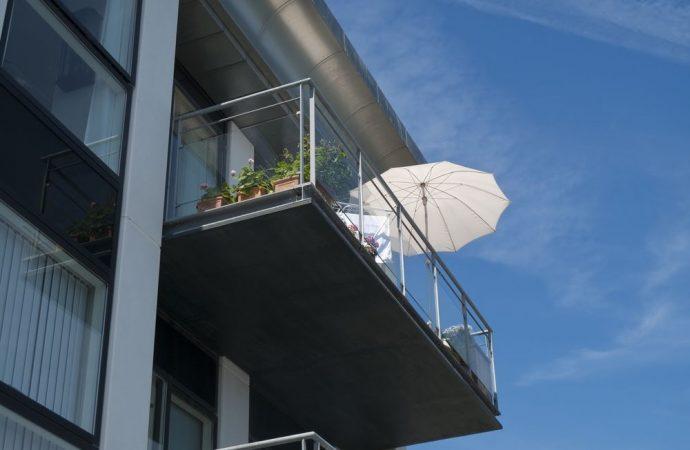 Decoro architettonico e criteri di spese di manutenzione dei balconi