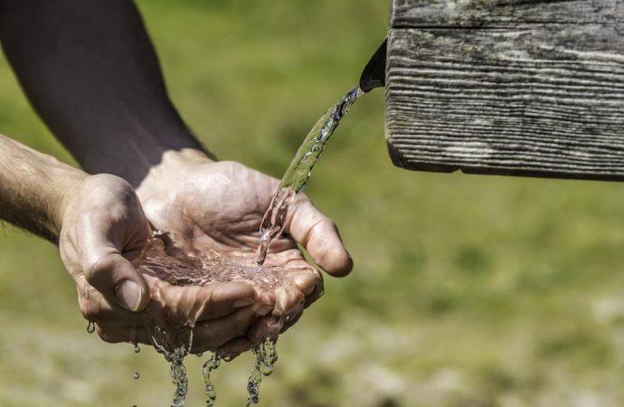 Bollette acqua: scatta l'aumento retroattivo per i consumi