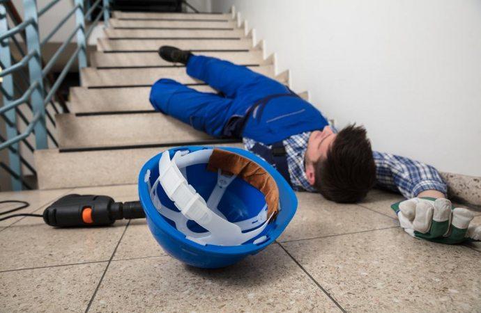 Fate causa al condominio per una caduta dalle scale? Attenti agli scivoloni!