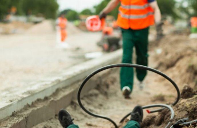 Lavori di ristrutturazione di un immobile, prolunga elettrica non a norma: chi ne risponde della morte dell'operaio?