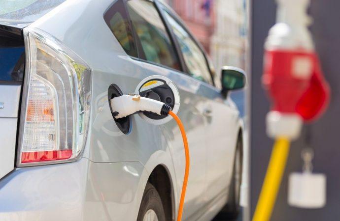 Installazione delle colonnine ricarica per auto elettriche anche nei box privati: ecco come fare