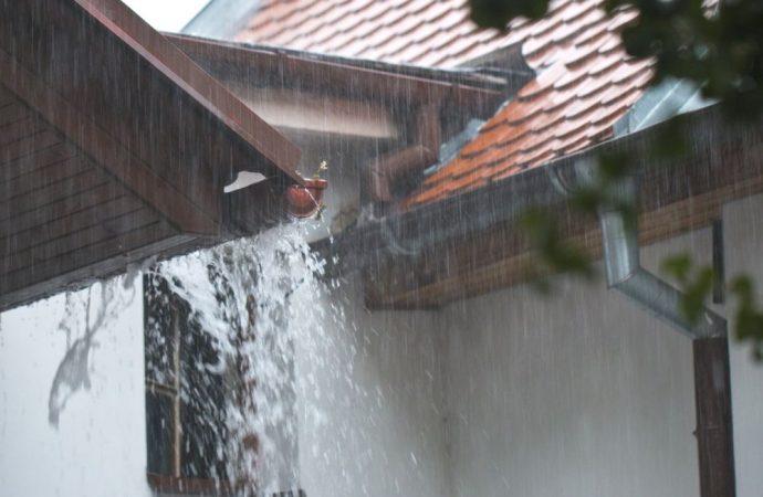 Piove, si distaccano gli intonaci. Amministratori di condominio, attenti alle ratifiche e alle necessarie informazioni assembleari