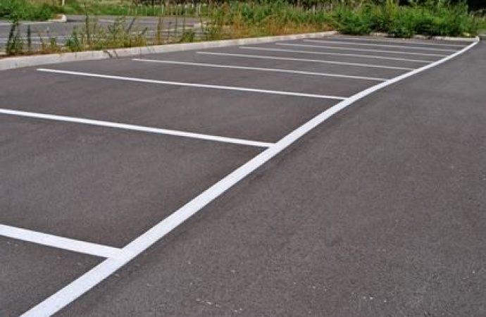 Parcheggi esterni: chi intende proporre l'actio negatoria servitutis è tenuto a dimostrare di esercitare legittimamente il possesso sulla res