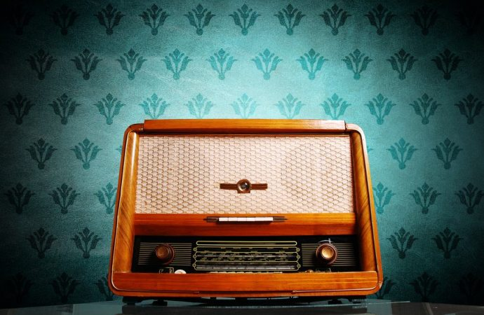 Ascoltano Radio Maria ad alto volume per indispettire il vicino