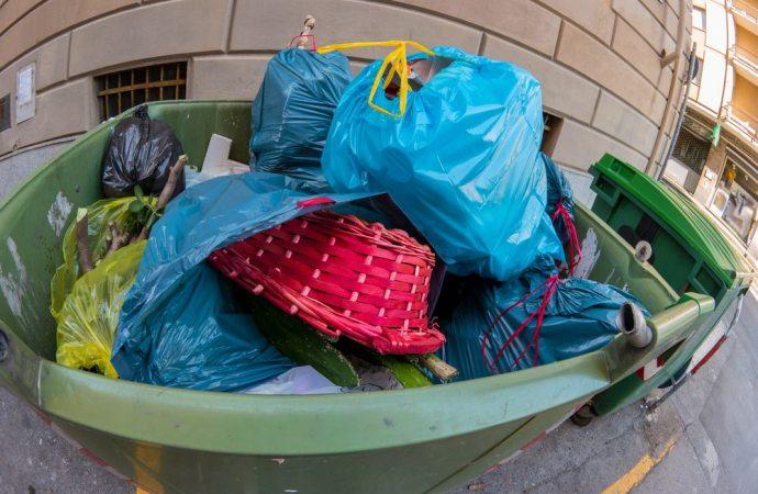 Il condominio può bloccare tramite un'azione civile l'immissione di odori e fumi che siano considerati dannosi e molesti per tutti i condomini?