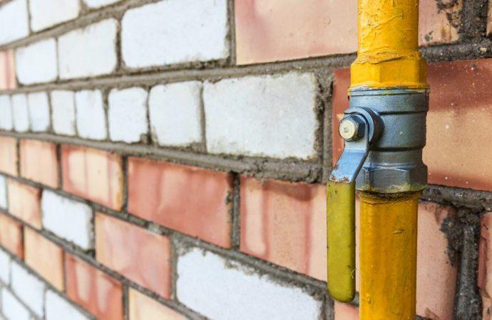 Utilizzo del muro condominiale e passaggio dei tubi del gas a servizio: quali limiti?