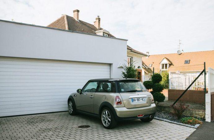 È stalking impedire ai proprietari del garage l'ingresso della propria auto