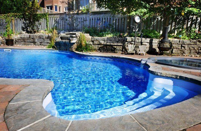 Scatta il risarcimento del danno se la piscina non rispetta le distanze legali