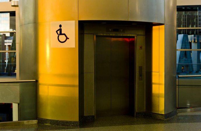 Sì all'installazione di un ascensore in condominio se necessario al superamento delle barriere architettoniche anche se l'edificio è sottoposto a tutela
