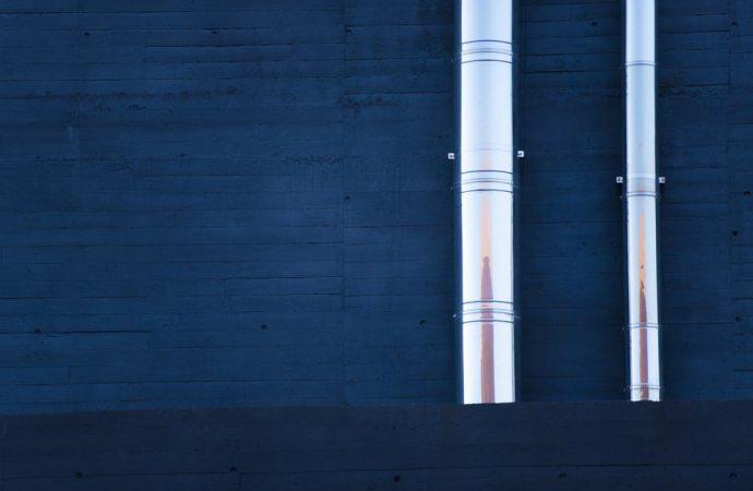 Rimozione canna fumaria dalla facciata condominiale: chi paga?