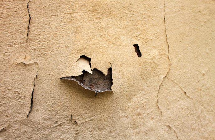 Cosa devo fare per una perdita d'acqua sul muro?