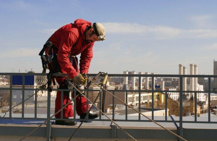 Linee vita su tetti condominiali: quando sono obbligatorie?