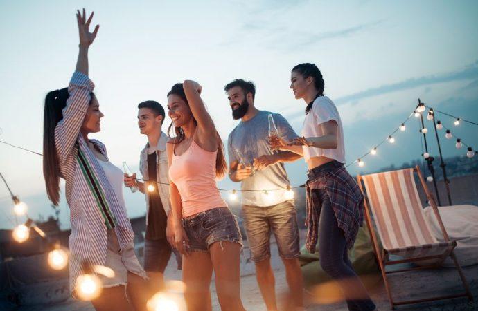 Feste sul terrazzo condominiale