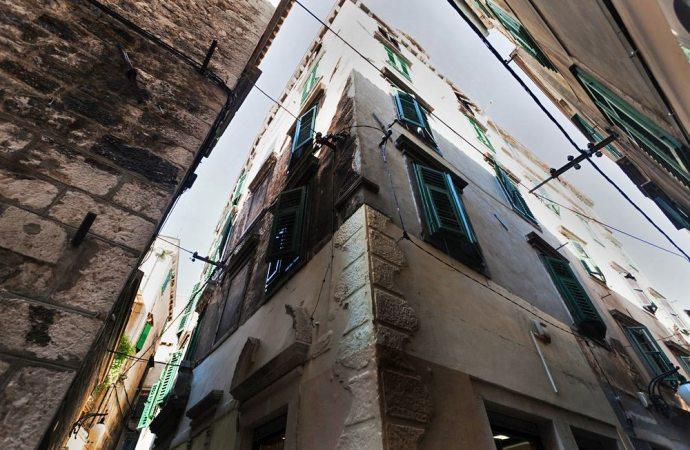 Luci irregolari e distanza tra costruzioni