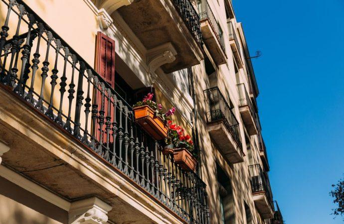Elementi decorativi dei balconi, non sempre sono condominiali