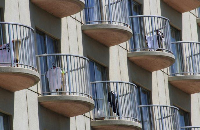 Stendino sul balcone, si può tenere?