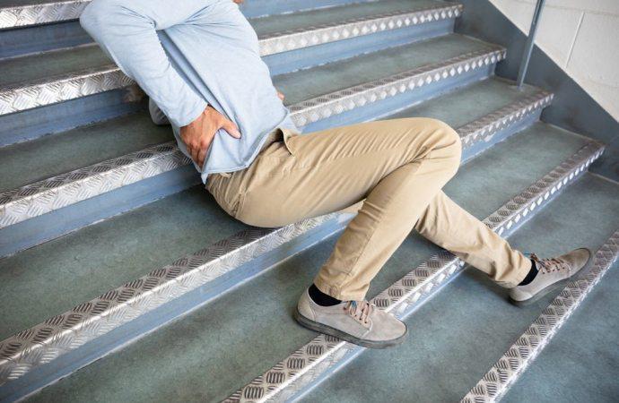 Caduta sulle scale e prova del danno