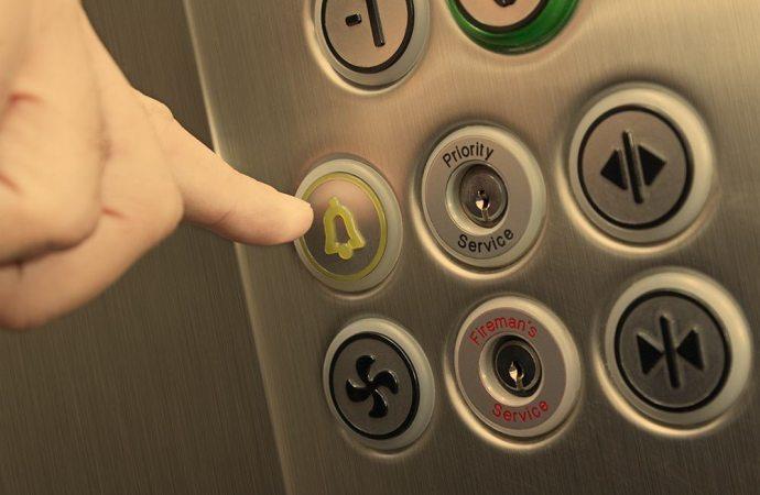 Disdetta del contratto di manutenzione dell'ascensore e legittimazione giudiziale dell'amministratore.