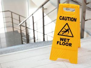 La questione della ripartizione delle spese della pulizia delle scale � di grande attualit� e contemporaneamente grandemente incerta.
