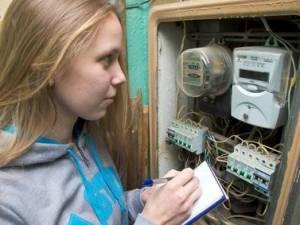 L'apposizione del contatore di energia elettrica sul muro dell'androne condominiale.